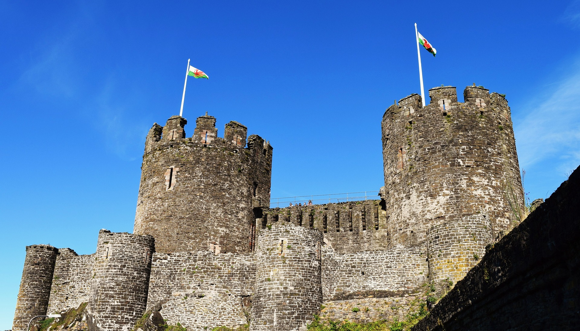 castle-1863724_1920.jpg