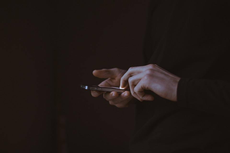 dark-cell-phone-blog
